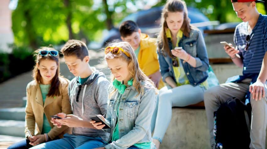 Teens And Internet Addiction Troubled Teens